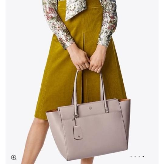 Tory Burch Tote in Dust Storm/Cardamon