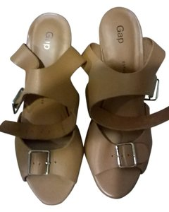 Gap Sandal Platform Size 8 Tan Sandals
