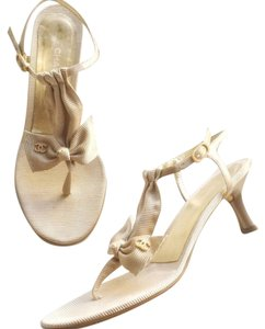 Chanel Beige and gold Pumps