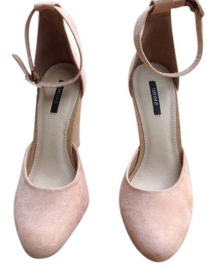 Preload https://item2.tradesy.com/images/forever-21-blush-faux-suede-wedges-size-us-8-regular-m-b-14914321-0-1.jpg?width=440&height=440