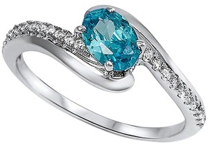 9.2.5 Gorgeous blue and white topaz cocktail ring size 7.