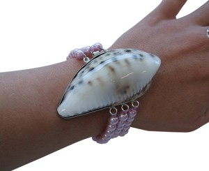 Other Conch Shell Stretch Bracelet with faux Pink Pearls w Free Shipping