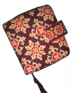 Vera Bradley Bi-Fold with Snap and zippered coin area