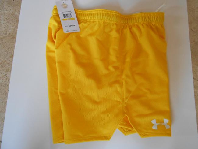 "Under Armour UNDER ARMOUR NEW $25 Women's 1245099 DOUBLE MESH 4.5"" SHORT HeatGear #790 Yellow Medium"