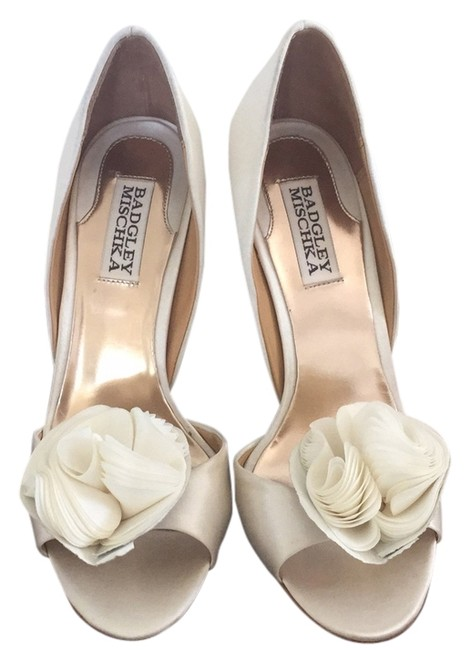 Item - Ivory Blossom By Formal Shoes Size US 6.5 Regular (M, B)
