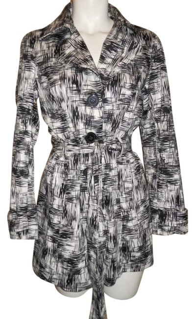 Preload https://img-static.tradesy.com/item/1492913/black-and-white-belted-trench-coat-size-8-m-0-0-650-650.jpg