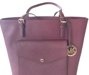 MICHAEL Michael Kors Tote in Burgandy