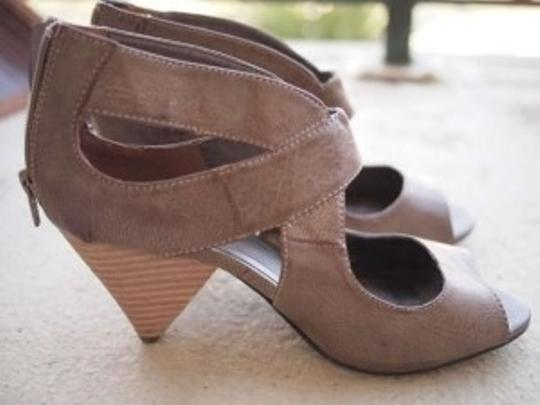 Gomax Taupe Wedges
