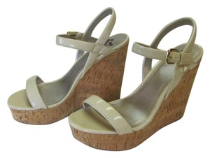 REPORT Size 10.00 M Very Good Condiiton Neutral Platforms