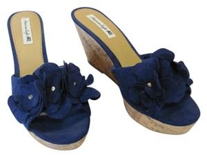 American Eagle Outfitters Size 11.00 M Very Good Condition Dark Blue, Neutral Wedges