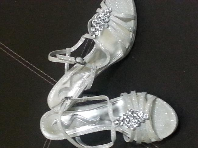 Item - Silver Formal Size US 6.5