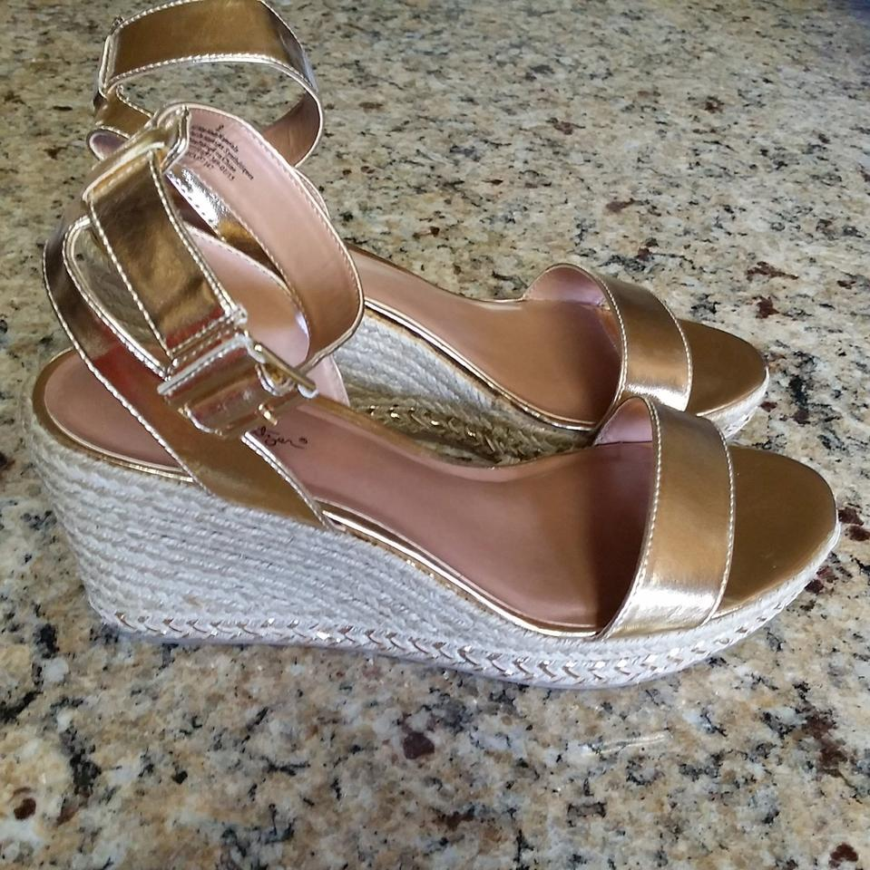 83f040b74fa6 Lilly Pulitzer Gold Wedge   Target Sandals Size US 9 Regular (M