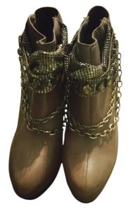 Miss robertson Olive Boots