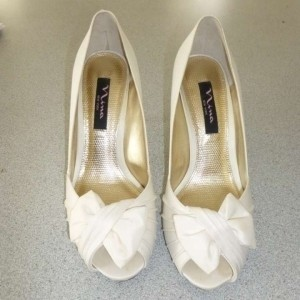 Nina Shoes Ivory Forbes Pumps Size US 7.5