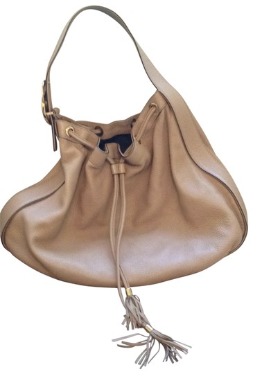 Preload https://item2.tradesy.com/images/gucci-leather-interlocking-icon-drawstring-hobo-with-goldtone-hardware-camel-shoulder-bag-149466-0-0.jpg?width=440&height=440