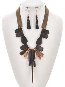 Burnished Gold Tone Brown Wood & Leatherette & Shell Necklace & Earring Set