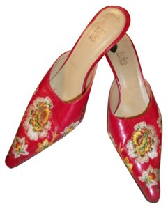 Folio Embroidered Red Pumps
