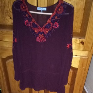 Guess By Marciano Top Maroon With Poppy And Blue Details
