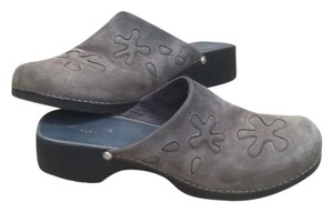 Liz Claiborne Suede Embroidered gray Mules