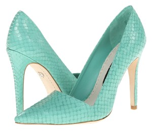 Alice + Olivia teal Pumps