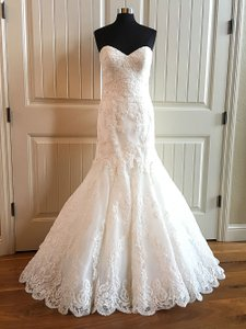 Essense of Australia Ivory Lace D1748 Feminine Wedding Dress Size 10 (M)