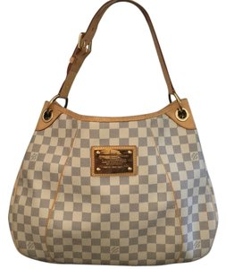 Louis Vuitton Tote in Exterior: Damier Azur Coated Canvas