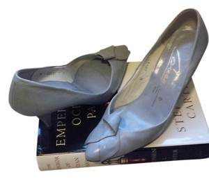 Caressa Genuine Leather 7m Grey Pumps