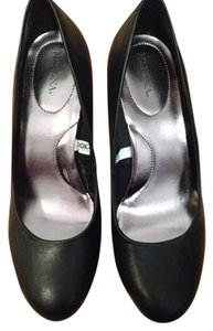 Merona Round Toe Black Pumps