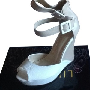 Liliana White/tan Sandals
