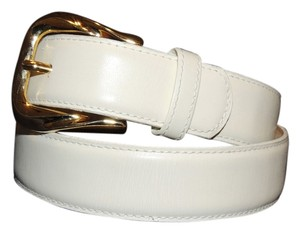 Honors white leather belt with gold buckle