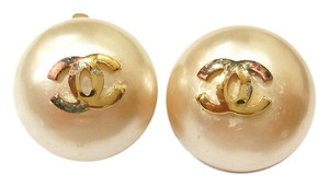 Chanel Pearl Gold CC Logo Clip-on Earrings