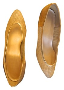 California Magdesians Leathermesh Low Gold Pumps