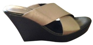 Charles David silvery gold Wedges