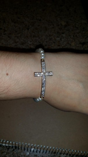 Boutique Boutique Pearl & Crystal Cross Stretch Bracelet
