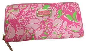 Lilly Pulitzer Lilly Pulitzer Travel Wallet In Limeade Mai Tai NWT