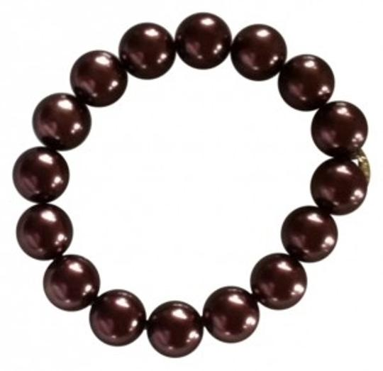 Preload https://img-static.tradesy.com/item/149733/brown-pearl-bracelet-nice-quality-costume-elastic-stretchy-0-0-540-540.jpg