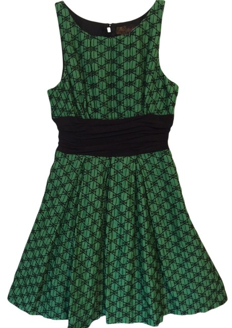 Preload https://img-static.tradesy.com/item/1498424/anthropologie-emerald-cut-above-knee-night-out-dress-size-4-s-0-0-650-650.jpg