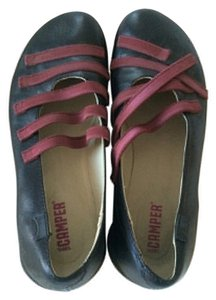Camper Sundance Catalog Twins Ballet Leather Casual Everyday Black with Maroon Straps Flats