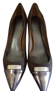 Coach Suede brown with silver metal Pumps
