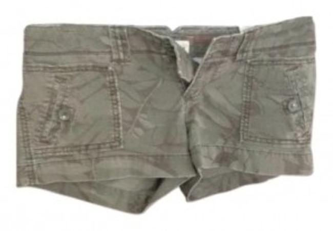Preload https://item2.tradesy.com/images/american-eagle-outfitters-camouflage-cargo-minishort-shorts-size-2-xs-26-14996-0-0.jpg?width=400&height=650