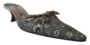 Manolo Blahnik Crocodile Bow Accent Verona Crocodile/Black/White Mules
