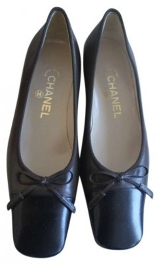 Preload https://img-static.tradesy.com/item/150058/chanel-blackdark-brown-vintage-two-tone-flats-ballerina-formal-shoes-size-us-8-0-0-540-540.jpg