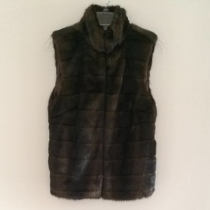 Michael Kors Absolutely Faux Fur The Has Hidden Hooks To Close The Front Of The Fast Shipping Vest