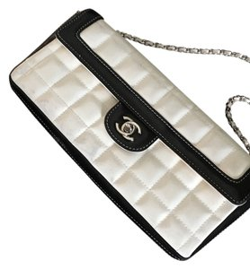 Chanel White And Black Clutch
