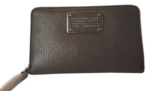 Marc by Marc Jacobs MARC BY MARC JACOBS NWT TOO HOT TO HANDLE GREY LEATHER WRISTLET