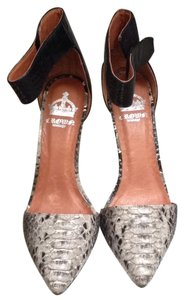Crown Vintage Animal Print Black W/gray Pumps