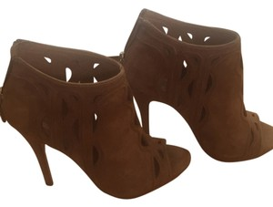 Elie Tahari Camel brown/nude Pumps