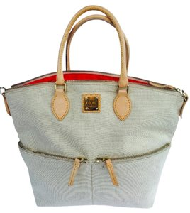 Dooney & Bourke Satchel in cream
