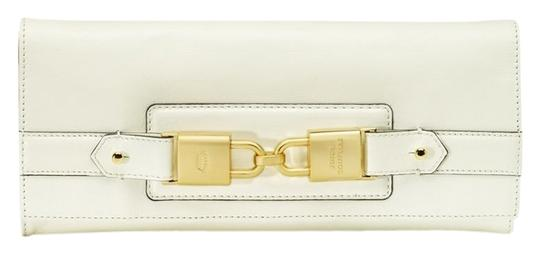 Preload https://item5.tradesy.com/images/juicy-couture-hillcrest-crown-lock-white-leather-clutch-1501999-0-0.jpg?width=440&height=440