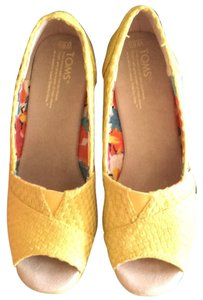 TOMS Yellow Savannah Wedges